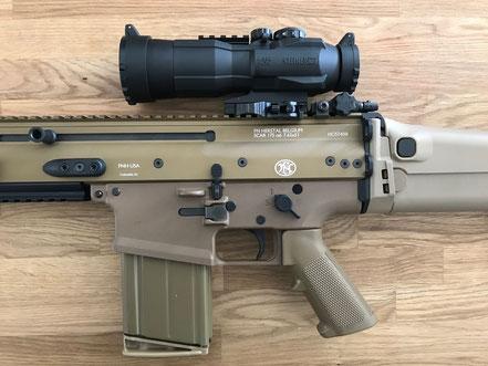 Steiner Battle Sight mit American Defence Montage auf FN SCAR