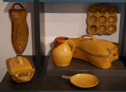Volkskunstmuseum - Detailaufnahme der Keramikabteilung