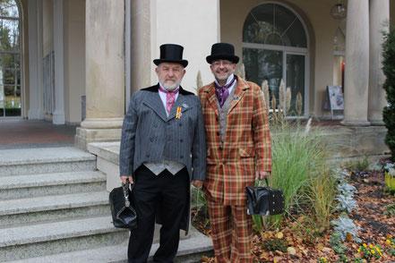 2 Herren mit Taschen