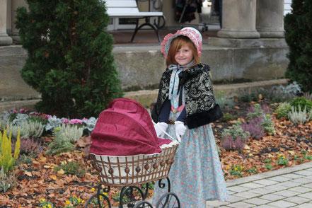 Casandra mit Puppenwagen