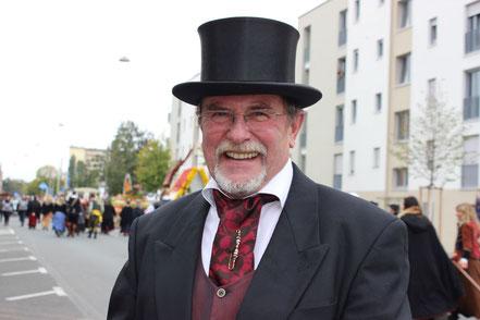 Günther im Biedermeierlook