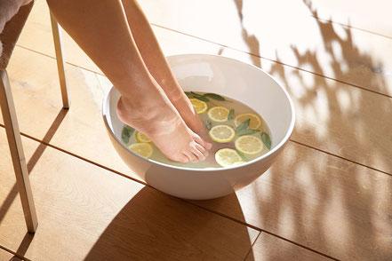 Fußpflege Ätherische Öle Fußbad Fußnägel schneiden