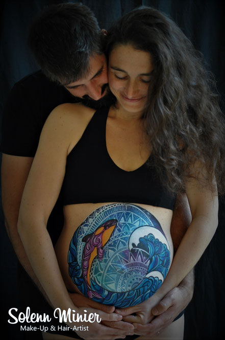 femme enceinte ventre belly painting solenn minier océan dauphin