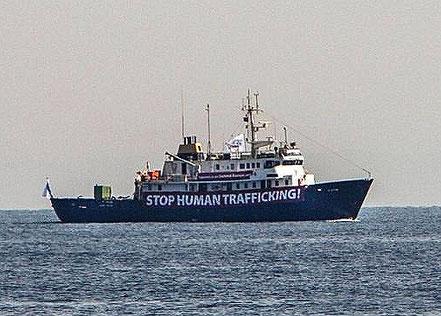 FONDEJAT FORA DEL PORT: C Star, vaixell de recerca, de bandera de Mongolia, procedent de Famagusa, Chipre. inicia el fondeig la segona quincena de setembre i no es coneix fins quan.