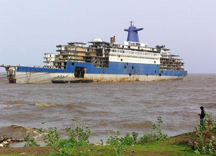 El SS France, Reduït a ferralla a Alang, Índia.