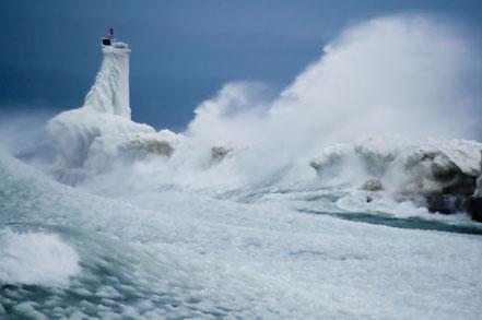 Furioses ones i gel al far del del llac Michigan a Petoskey.