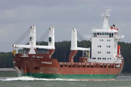 El vaixell de càrrega general Floragracht, de bandera de Holanda, procedent de Djen-Djen, Algeria. 24.04.17.