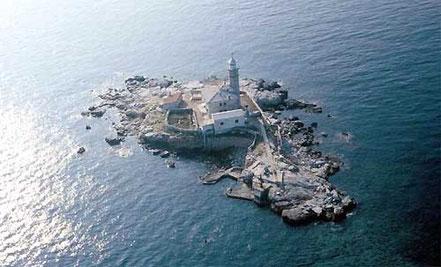 Far a l'Illa Royale, Croacia.