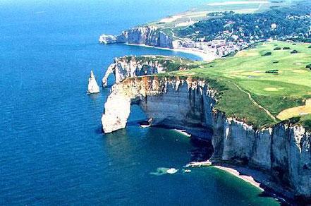 Cales a Etretat, Normandia, França.