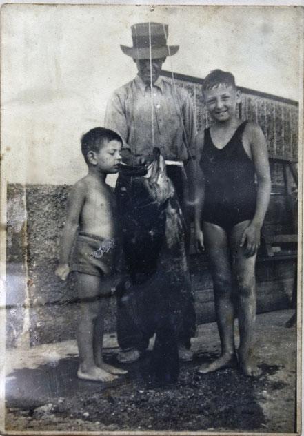 El Enric i Josep Francisco Cahner i un nero de 15 kg.