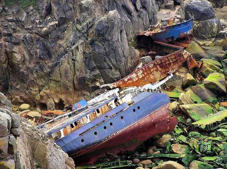 Naufragi del vaixell RMS Mulheim, sota dels penya-segats en Lands End en el punt més occidental del continent britànic, a la punta de Cornualla.