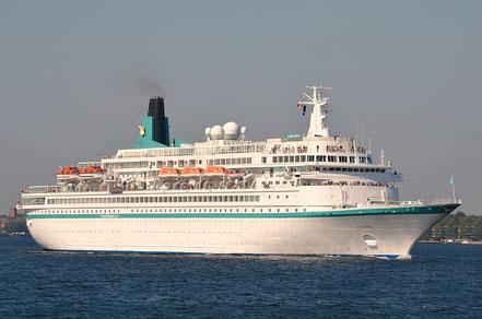 El vaixell de creueristes Albatros amb bandera de Bahamas procedent d'Eivissa. 13.05.17