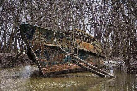 Vaixell abandonat des de fa més de 70 anys.