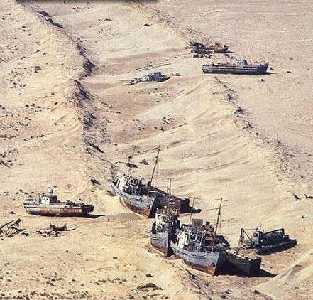 Vaixells encallats en el mar d'Aral.
