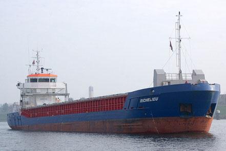 El vaixell de càrrega general Richelieu, de bandera de Gibraltar, procedent de Hereke, Turquia. 20.04.17.
