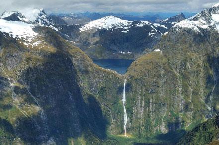 Illa de Nova Zelanda Llac Quill i la seva respectiva cascada Sutherland, és la cascada que està a més altura del planeta.