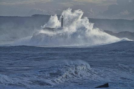 Far de l'illa de Mouro, Santander, Mar Cantàbric.