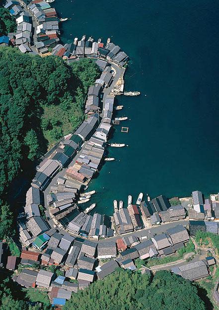 Cala del poble Inekyoto amb cases tipus funaya, casa vaixell, Japó.