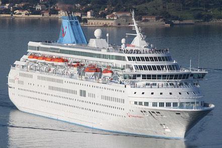 El vaixell de creueristes Thomson Majesty amb bandera de Malta. 01.06.17.