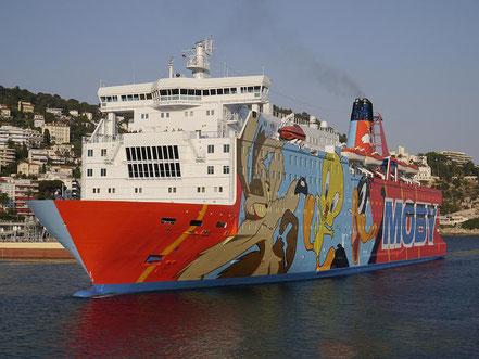 Va entrar a la badia i intentar entrar al port el ferry Moby Dada,de bandera italiana procedent de Genova el 23.09.17 per per allotjar Guàrdia Civil i Policia Nacional a Girona durant el referèndum de l'1-O, al port de la Generalitat no se li va permetre