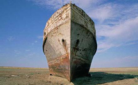 Baixell encallat al Mar d'Aral.