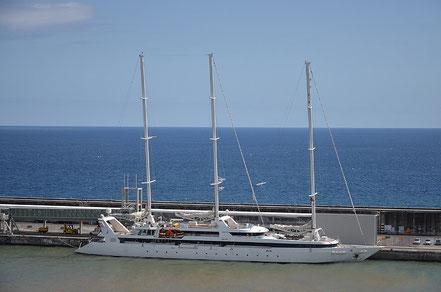 El vaixell de creueristes Le Ponant amb bandera de França 07.05.17.
