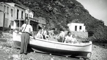 Enrique Brandes amb la seva família a Cala Margarida voltant de 1928.