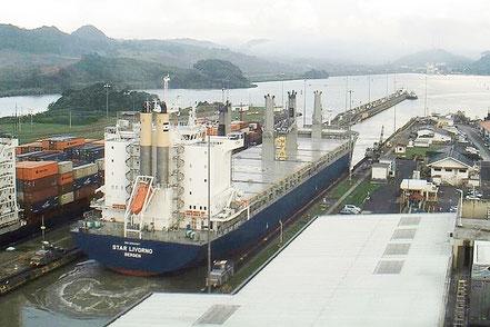 El vaixell de càrrega general Star Livorno, de bandera noruega, procedent de Marín, Pontevedra. Galicia  08.11.16.