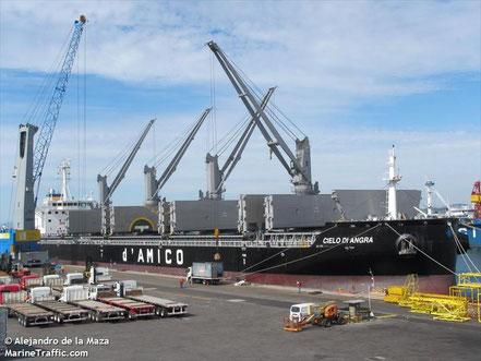 El vaixell Cielo di Angra de carga a granel, procedent de Gibraltar de bandera de Luxemburg. 23.10.16.
