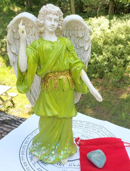 estatuilla del arcangel rafael, angel rafael