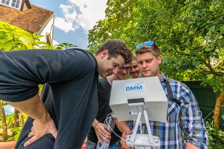Kursteilnehmer bei einem Drohnen-Workshop in München