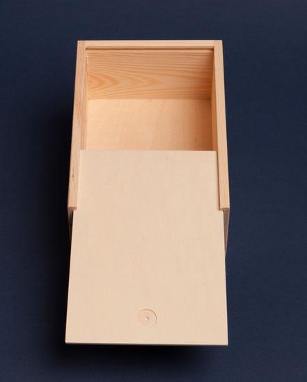 weinkiste f r bocksbeutelflaschen aus holz weinkisten holzkisten weinboxen holzboxen kaufen. Black Bedroom Furniture Sets. Home Design Ideas