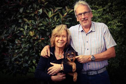 Birdie wird bei einer Familie in Meckenheim, ganz in unserer Nähe, leben. Sie werden wir öfter sehen können, da sie die Welpengruppe in unserem Verein besuchen wird. Zukünftig wird sie die Familie auf Reisen und auf Wanderungen begleiten.
