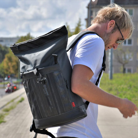 Passend für jede Alltagssituation: Rucksack Carringer anthrazit aus Fahrradschlauch und Cordura von Stef Fauser Design.