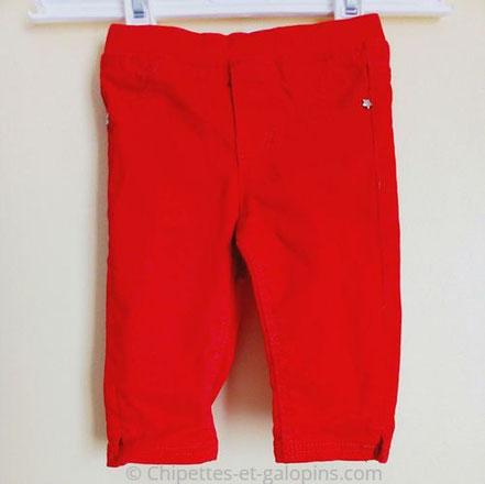 vetements occasion bébé.Jean rouge Obaïbi pas cher pour bébé garçon de 3 mois