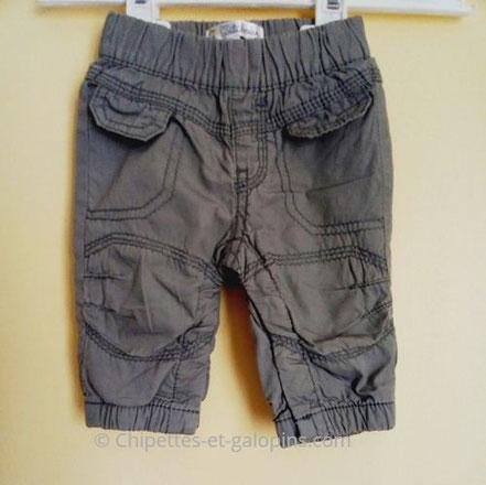 vetement bébé occasion. Pantalon gris en toile doublé pour garçon de 1 mois