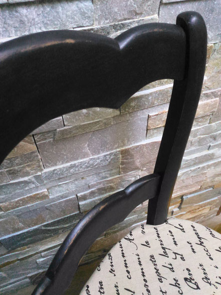 """Ancienne chaise relooké noir patiné avec son tissus déhoussable """"écriture"""""""
