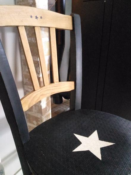 relooking meuble Ancienne chaise relooké noir patiné et bois brut étoilé le mans sarthe