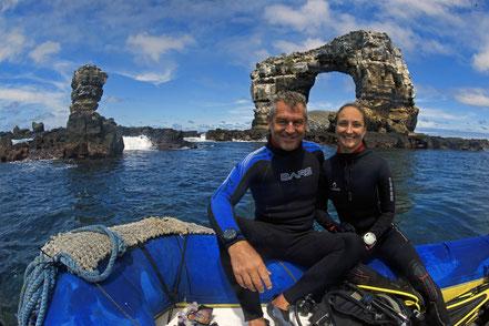Galapagos Shark Diving - Jenny Waack und Jonathan R. Green Darwins Arch