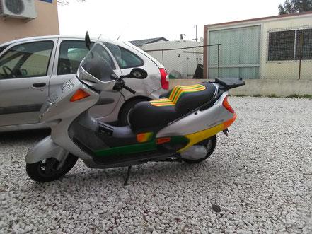 """selle de scooter personnalisée """"rasta"""""""
