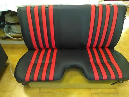Banquette de Toyota Hilux en skaï noir avec bande de décoration rouge