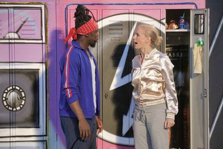 """Tyrone Jacksen (Dinipiri Collins Etebu) und Claudia Artner als """"Iris Kelly"""" © Die Foto-Maus/Hillebrecht"""