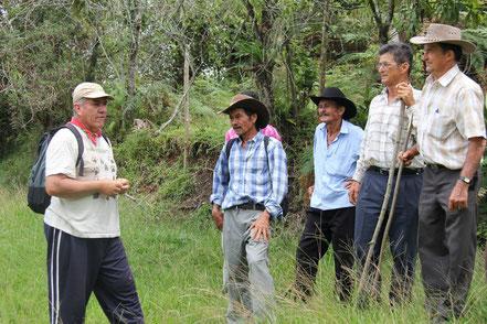 Campesinos de las veredas de Butaregua y Carare del municipio de Barichara visitando la Reserva Natural Nuestro   Sueño ubicada en la vereda La Herrerita del municipio de Charalá. Foto tomada por Joanna Delgadillo, Fundación   Conserva.