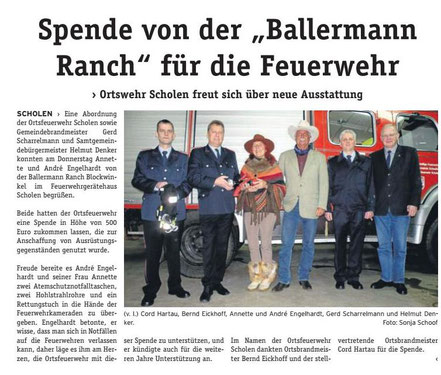 Annette u. Andre Engelhardt mit Kameraden der FFW Scholen nebst Gemeindedirekter Helmut Denker