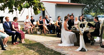 Lea und Dimitri Reimer heiraten bei Annette und Andre Engelhardt auf der Ballermann Ranch