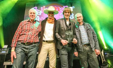 BALLERMANN-Medien-Award an Mickie Krause. Mit dabei: Johann Labbus, André Engelhardt (Ballermann Ranch) und Heini Meins