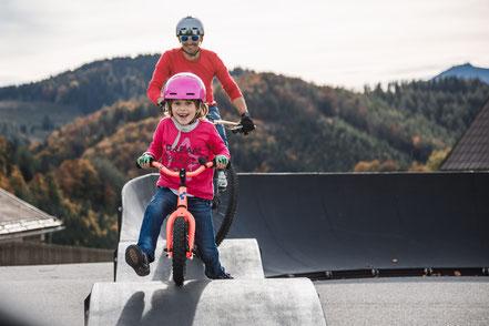 Der M0DULAR Pumptrack by PARKITECT AG ist von Frühling bis Herbst in Annaberg bei Mariazell aufgebaut. Details gibt's bei den Bergbahnen Annaberg.