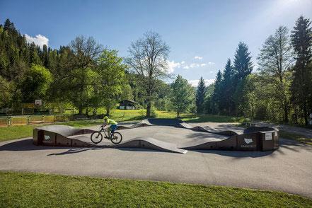 Der M0DULAR Pumptrack by PARKITECT AG steht in Hopfgarten in Tirol im Layout Tristar für euch bereit..
