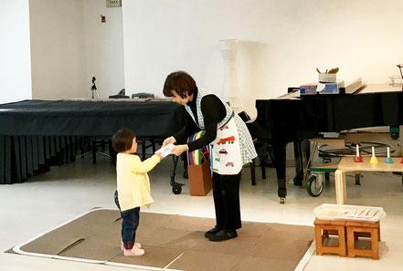 幼児教室のフィオーレコース(2歳児)で修了式を開きました。