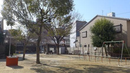 小川通三条下る・松本ビルから徒歩1分で本能公園に着きます。